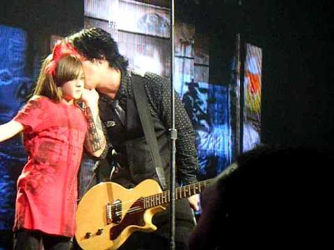 Green Day - East Jesus Nowhere... Billie Joe brings a fan onstage