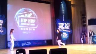 Толстушка жжет hip hop