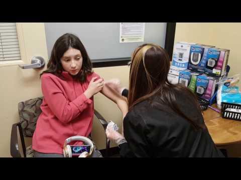 Kristina and Lizzy Sprague Lizzy Flu Shot 2017