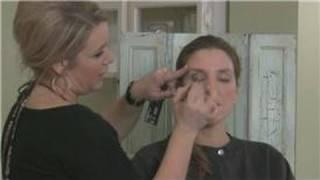 How to Apply Eye Shadow : Applying Eye Shadow Crease Color Thumbnail