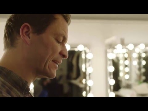 Dominic West Reads
