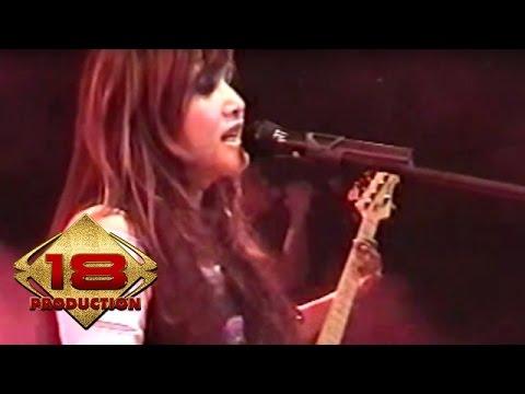 Ratu - Kita Tidak Sedang Bercinta Lagi   (Live Konser Surabaya 6 November 2005)