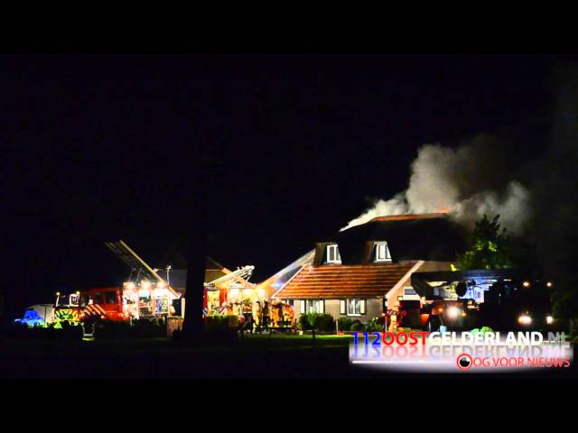 05-06-2015 Grote brand in boerderij door blikseminslag Laren Gld