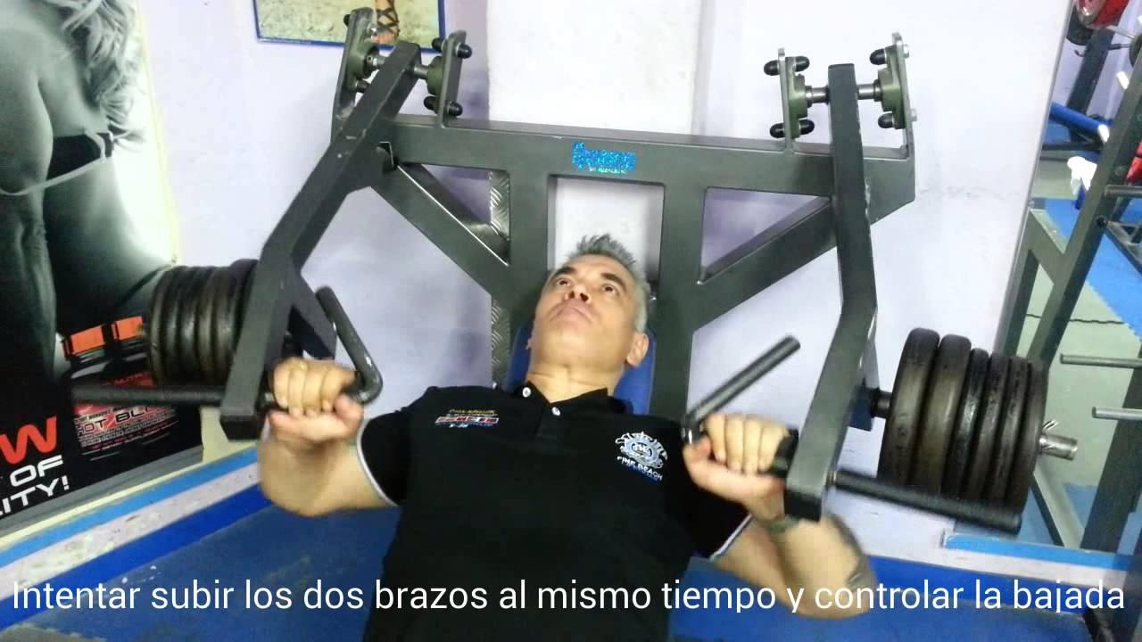 Ejercicios de pecho prees superios con maquina de for Maquinas de ejercicios