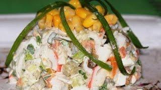 Салат с крабовыми палочками и тремя видами огурцов. Пошаговый рецепт