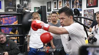 manny-pacquiao-smashes-double-end-bag-training-for-keith-thurman-fight