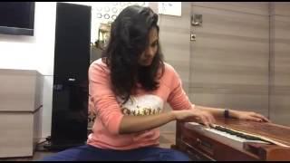 Pooja Gaitonde Singing Gajal On Harmonium