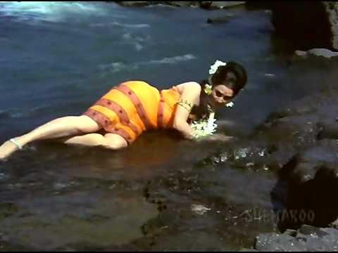 Saira Banu Feet & Soles - Mera Vachan Geeta Ki Kasam (1977) thumbnail
