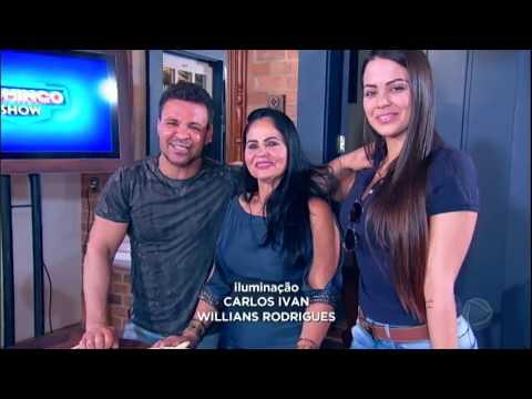 Eduardo Costa se emociona ao encontrar a mãe no Domingo Show