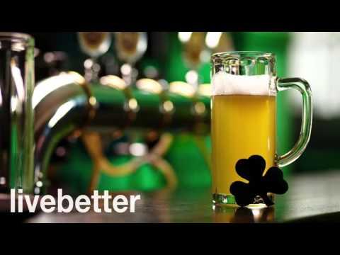 Música irlandesa tradicional para bailar alegre con violin, gaita, flauta celta de taberna, giga