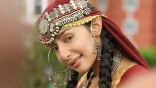 Feryna Wazheir debuts with Rekha, Hema Malini & Rishi Kapoor