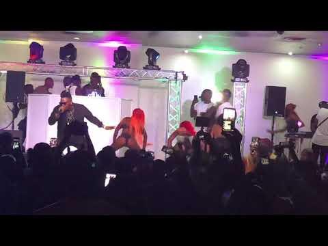 Women shaking ass on olamide concert