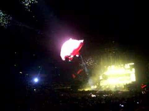 Floating pig at Roger Waters Concert