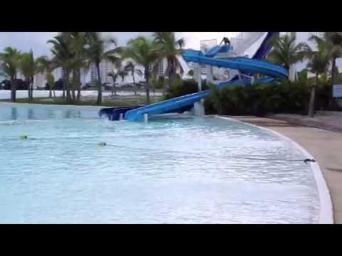 Luis e irisin en la segunda piscina m s grande del mundo for Piscinas del mundo