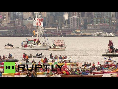 'Shell no!' Seattle kayaktivist fleet protests Arctic drilling