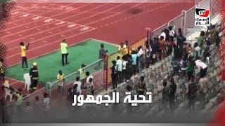لاعبو «اطلع بره» يذهبون لتحية جماهيرهم عقب الخسارة من الأهلي بـ ٩ أهداف نظيفة