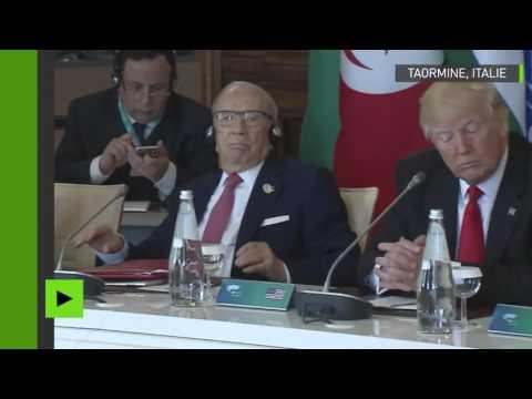 Donald Trump écoute le discours en italien de Paolo Gentiloni... sans oreillette !