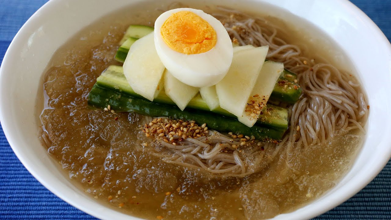 Cold noodle soup (Mul-naengmyeon: 물냉면)