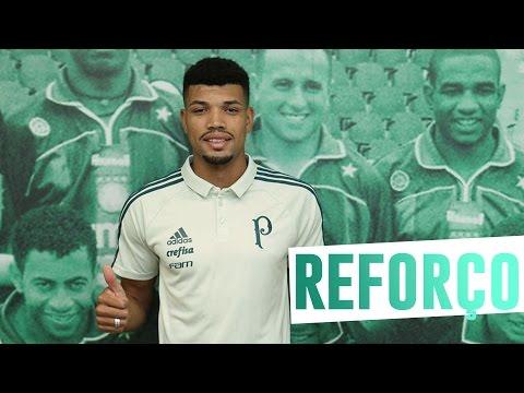 Juninho assina com o Palmeiras e conhece Centro de Excelência