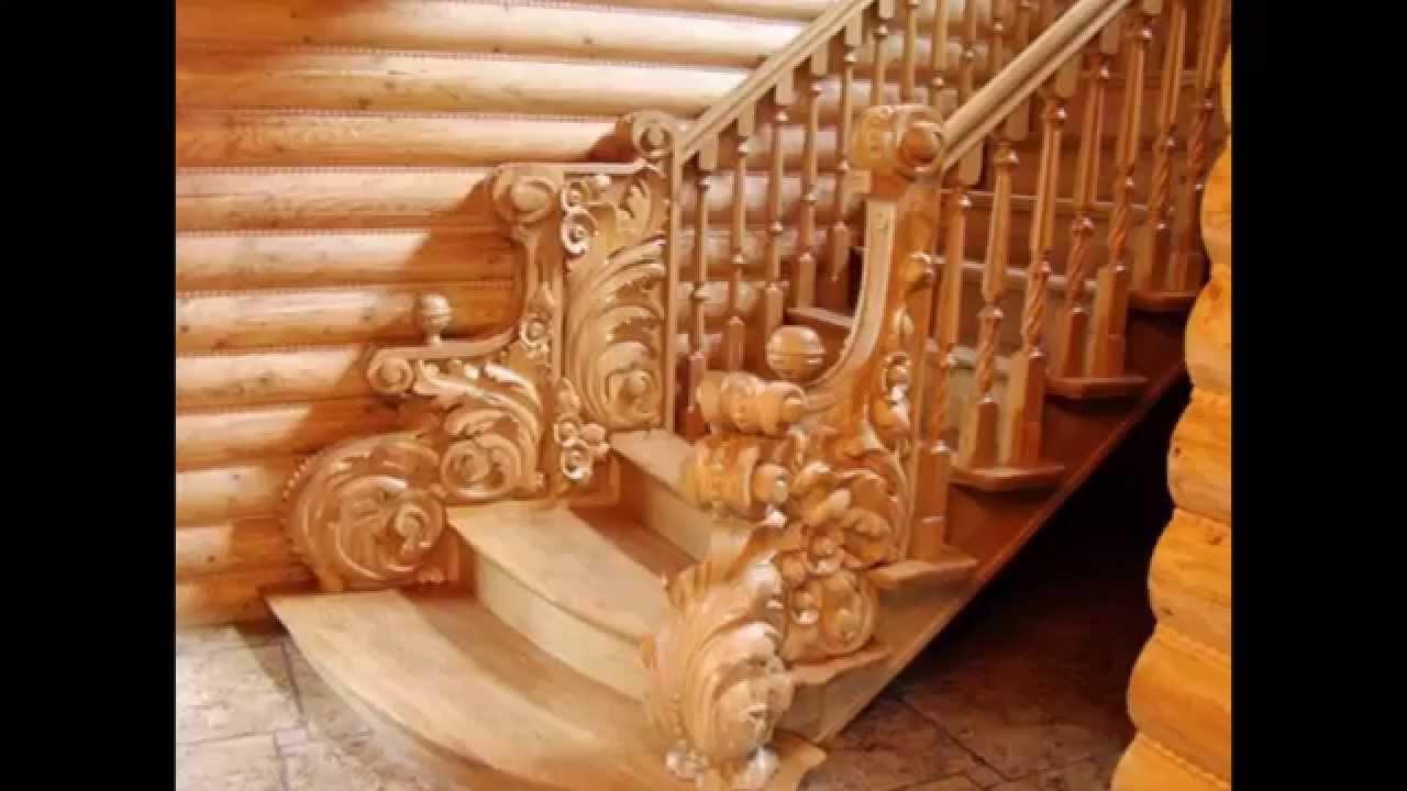 Деревянные ступеньки на лестнице из металла. Зашивка железной .