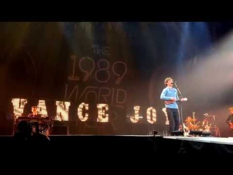 Taylor Swift's Opening Act, Atlanta, Vance Joy - Riptide 10/24/15