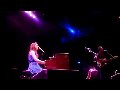"""Sara Bareilles """"King of Anything"""" Live"""