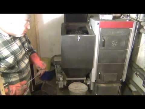 Přikládání a čištění automatického kotle v reálném čase.