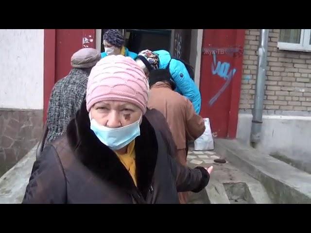 В Жуковском прошла раздача продуктовых наборов для пожилых граждан.