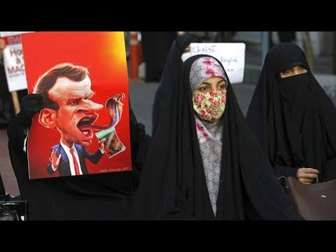 В Пакистане, Иране, Турции и Мали проходят манифестации против президента Франции …