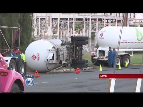 Crews responding to overturned Hawaii Gas truck on Kalaeloa Blvd.
