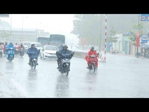 Sài Gòn ngập, miền Tây mưa lớn, miền Trung nắng nóng