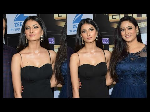 Shweta Tiwari very hot cleavage show at award show