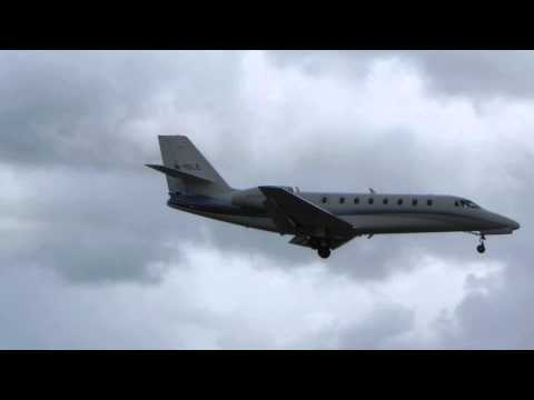 Biz jet into Manchester Airport in a crosswind HD.