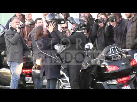Guillaume Canet et Marion Cotillard coming out of the Blood Ties premiere in Paris