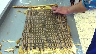 Mille feuille. How to cut it - cake Napoleon