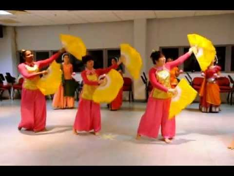 malaysian traditional final dance - Group A.wmv