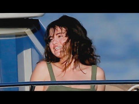 Selena Gomez Rings In the New Year in a Bikini in Hawaii!