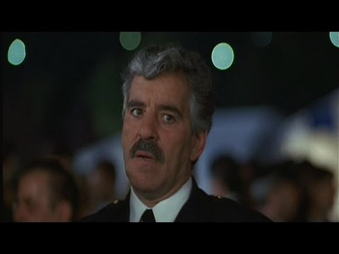 Dennis Farina: Striking Distance (1993)