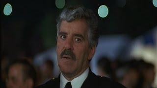 Dennis Farina: Striking Distance (1993)