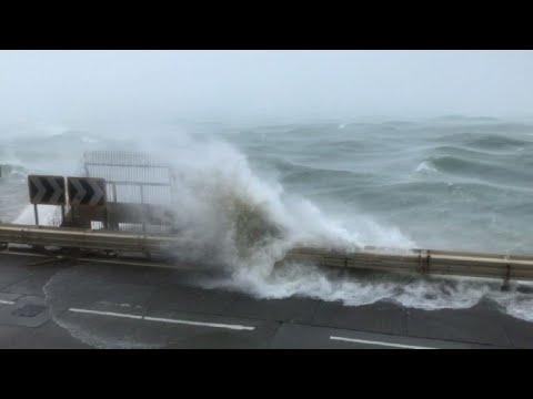 Super typhoon Mangkhut smashes Hong Kong