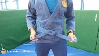 как правильно завязывать пояс в самбо(Как правильно завязывать пояс в самбо - это видео для тех, кто только знакомиться с нашим видом спорта. Умен..., 2016-03-29T14:36:13.000Z)