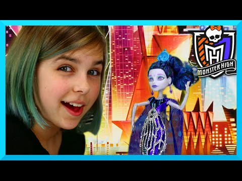 Monster High - Elle Eedee Boo York Doll Review - Daughter of the Robots!