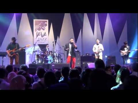 CINTAKU (cover) by IYR @ JAVA JAZZ FESTIVAL 2013 by NapakBoemi