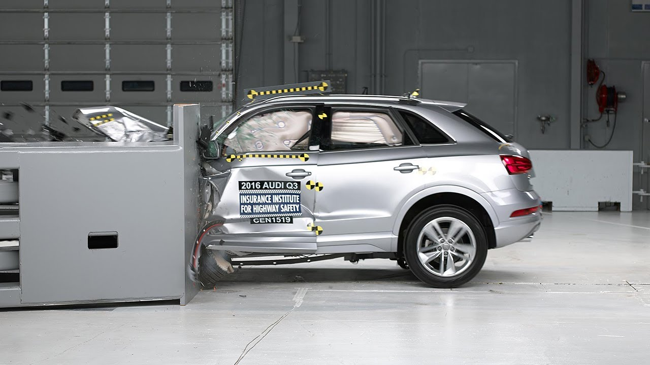 2016 audi q3 driver side small overlap iihs crash test. Black Bedroom Furniture Sets. Home Design Ideas