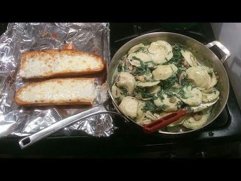 J Cooks – Ravioli Alfredo with Shrimp, Mushrooms, Spinach & Garlic Bread