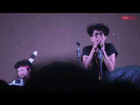 Fourtwnty   Sementara Float Cover Live at Universitas Muhammadiyah Yogyakarta, Mei 2017 (Lyric)