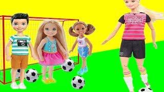 Дети на уроке физкультуры ходят на голове и играют в футбол! Мультик с куклами Барби