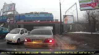 Авария на Водопроводной Одесса 10 февраля 14(Крупная авария на Водопроводной Одесса. 10 февраля 14 года. Столкнулись три автомобиля, человек погиб., 2014-02-10T11:58:04.000Z)