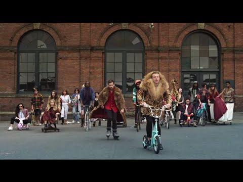 MACKLEMORE & RYAN LEWIS - THRIFT SHOP FEAT. WANZ (OFFICIAL VIDEO)