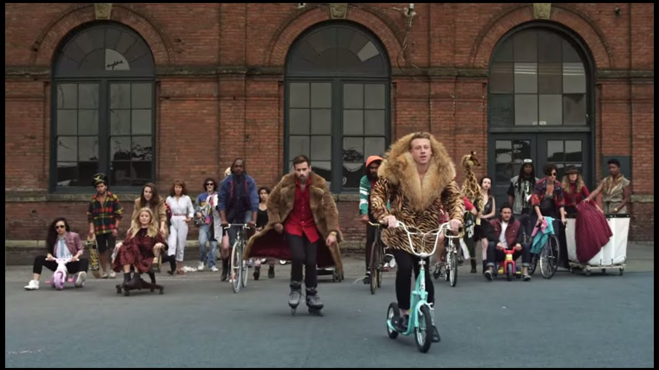 MACKLEMORE & RYAN LEWIS - THRIFT SHOP FEAT. WANZ (OFFICIAL VIDEO) watch and download videoi make live statistics